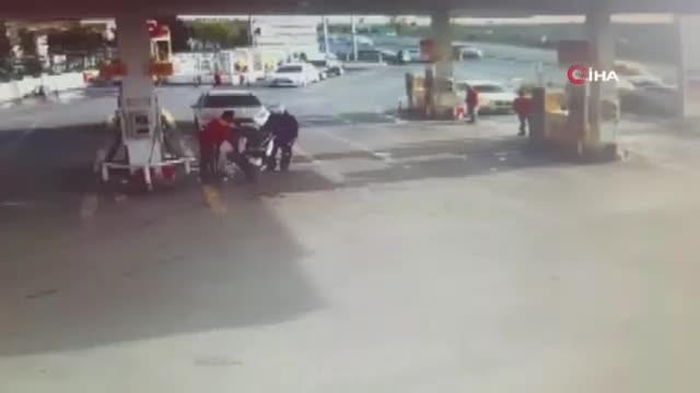 Kontrolden çıkan araç benzinliğe daldı!