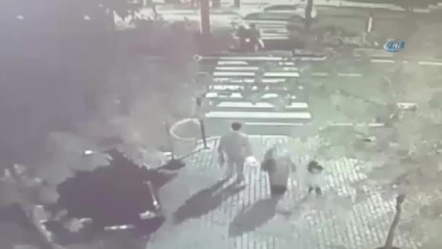 Kahramanmaraş'ta anne ile kızına çarpan otomobil görüntülerine ulaşıldı