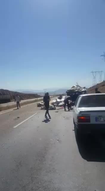 Göksun Kahramanmaraş yolunda trafik kazası, 4 kişi yaralandı